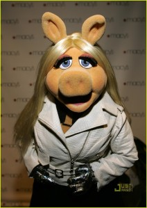 miss-piggy-ne-yo-05